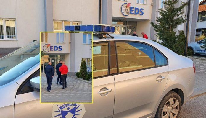 Si në filma: Me armë të shkurta e maska, dy persona grabitin zyret e KDES në Prizren