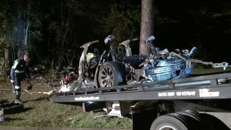 Aksidentohet Tesla 'pa shofer', vdesin dy pasagjerë