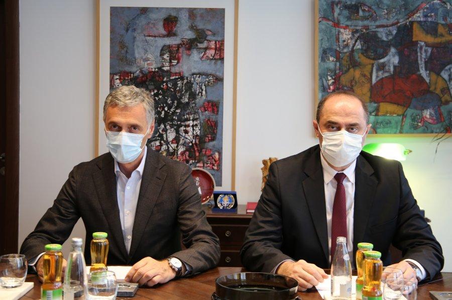 Prokuroria dhe Policia zotohen për të mbrojtur parimet e lirisë së shtypit