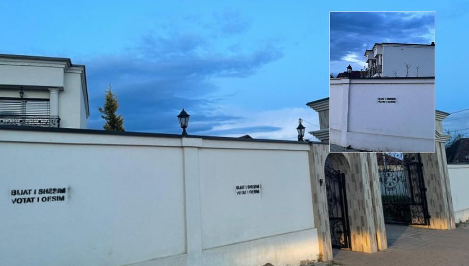 Grafite fyese në muret e shtëpisë së familjes së ish-deputetes së PDK-së që votoi Vjosa Osmanin presidente