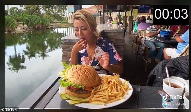 Ha pica dhe hamburger gjigantë, por peshon vetëm 58 kg