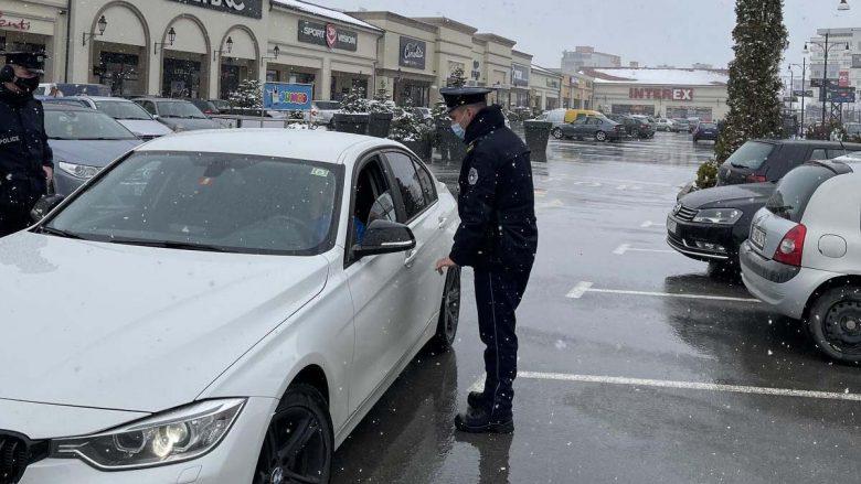 Policia në aksion për zbatimin e masave kundër Covid-19