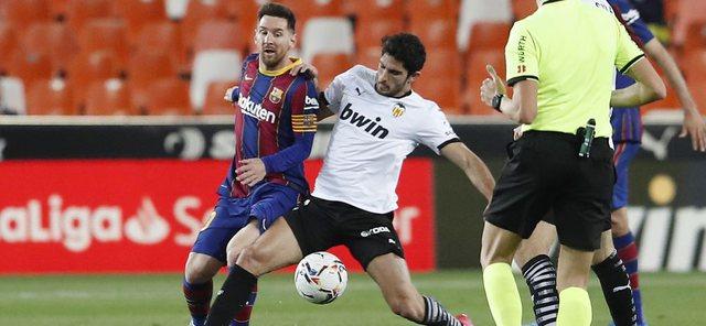 Messi i tregon rrugën e titullit Barcelonës