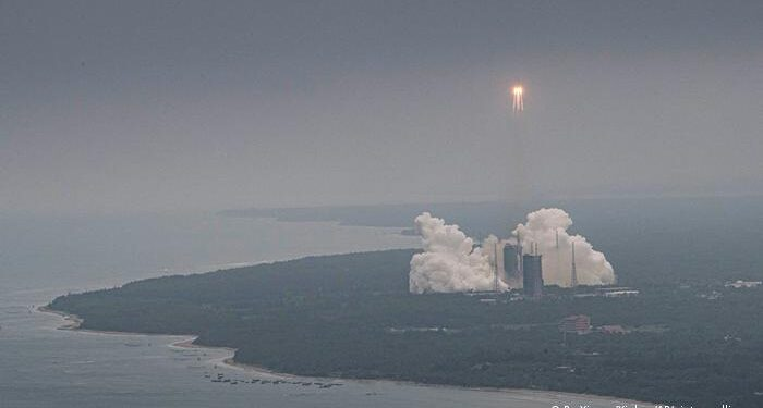 Publikohen pamjet: Momenti kur raketa kineze bie në Oqeanin indian