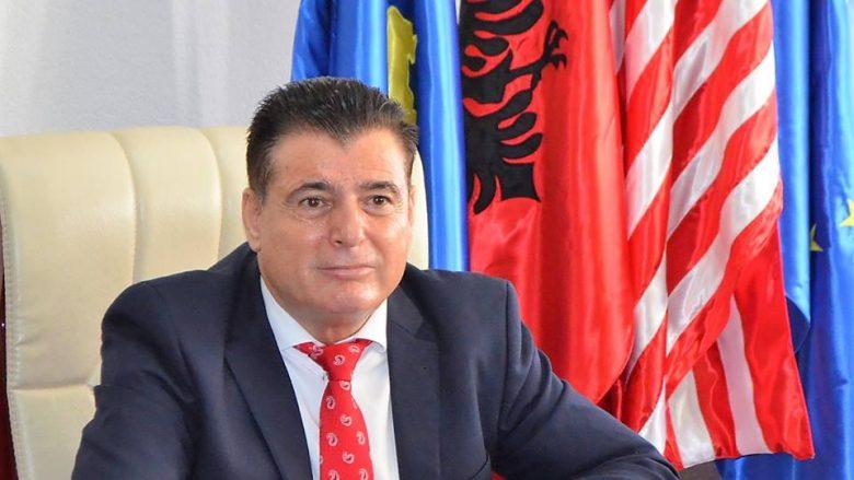 U deklarua kundër mësimdhënëseve me shami, Bahtiri shkarkon drejtorin e Arsimit në Mitrovicë