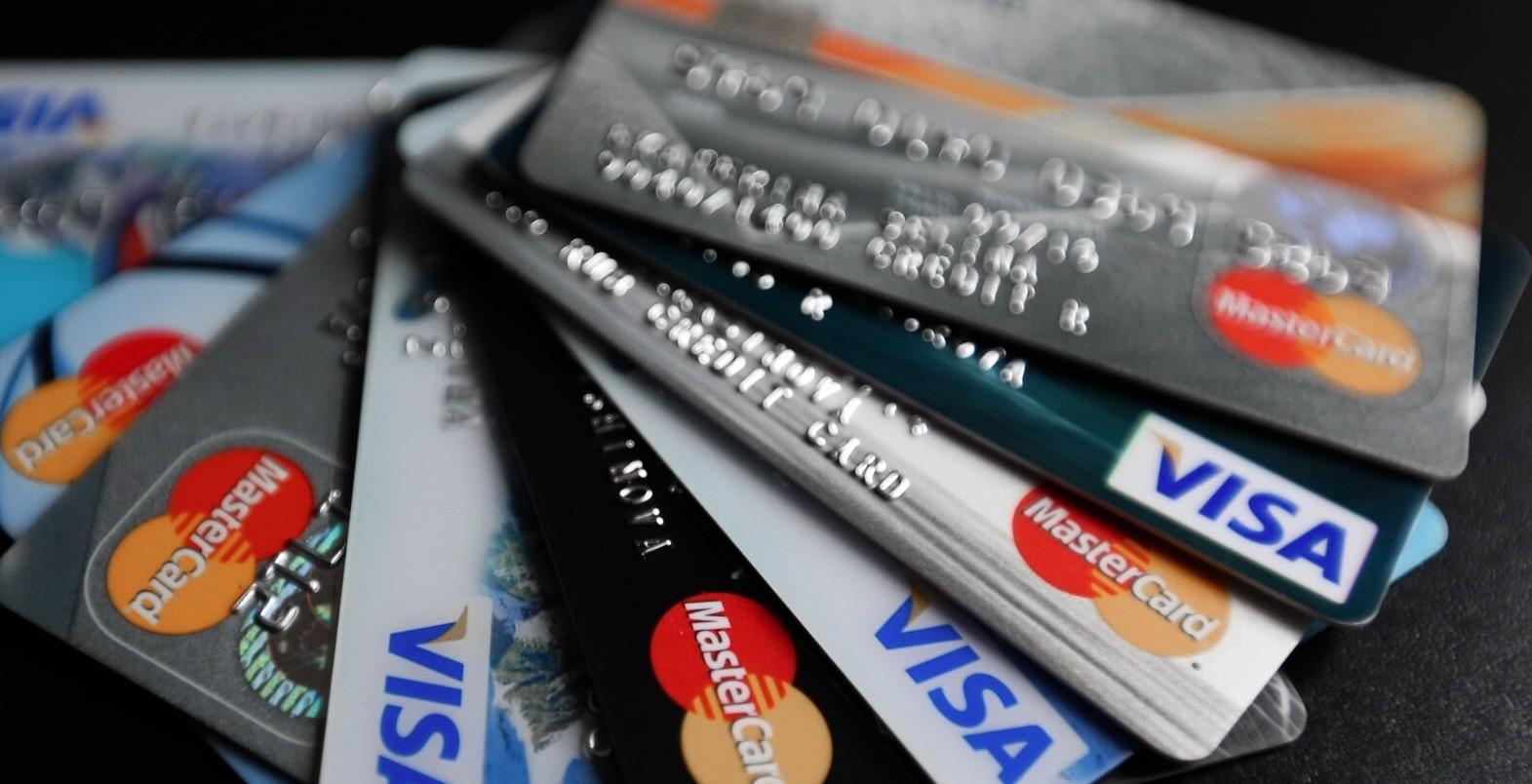 E-banking rrit çmimet për ata që shkojnë në sportele të bankave