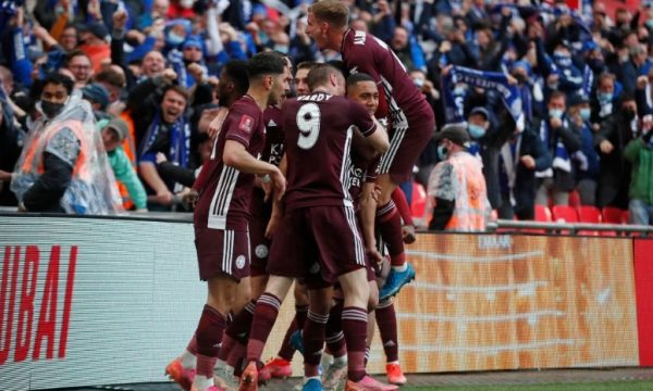 Leicesteri mposht Chelsean, fiton FA Cup