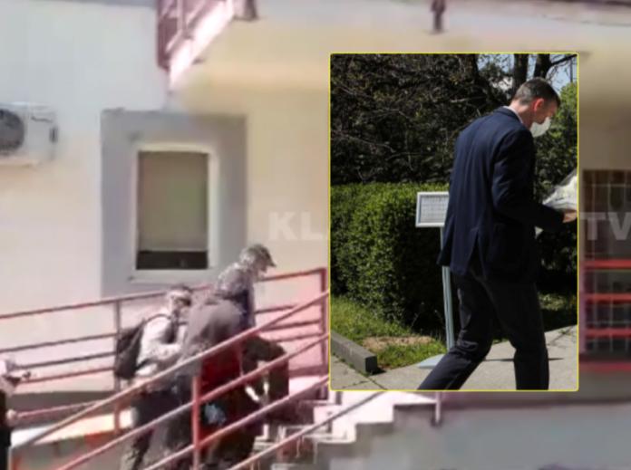 Pamje të reja të Kadri Veselit duke hyrë në Spitalin e Mitrovicës