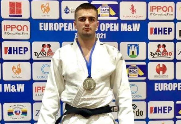 """Xhudisti Shpat Zekaj merr medaljen e argjendtë në """"European Open"""""""