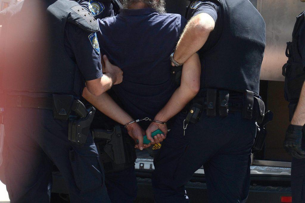 Arrestohet Adonis Gashi, i dyshuar për vrasjen e një zyrtari policor si dhe dëshmitarë në rastin e Astrit Deharit