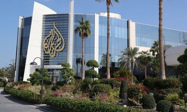 Gazetarja e Al Jazeera thotë se Izraeli do ta bombardojë brenda pak minutash ndërtesën e televizionit