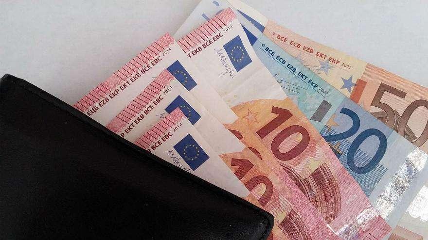 Qytetarja nga Ferizaj e gjen një portofol me para dhe e dorëzon në polici