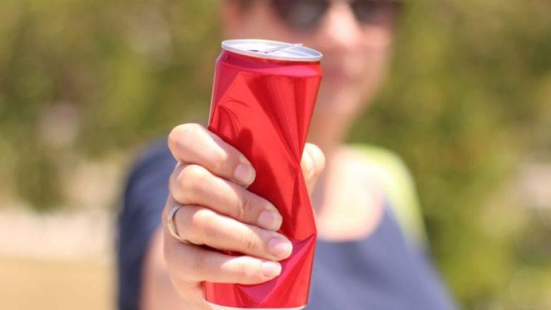 Përse nuk është i shëndetshëm konsumimi i pijeve nga kënaçet?