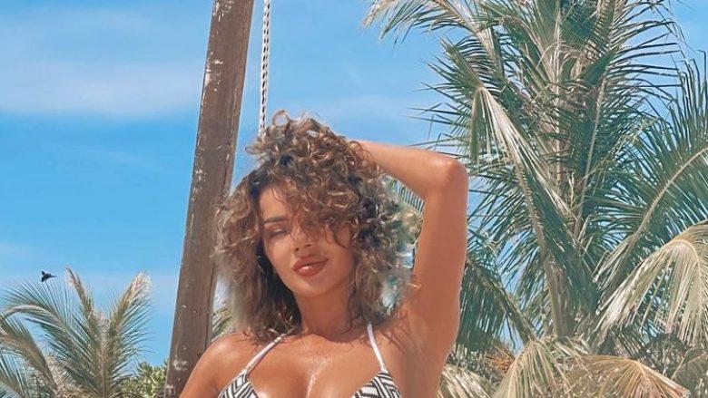 Tayna publikon fotografi nga pushimet në Ishujt