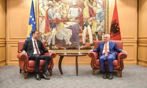 Konjufca dhe Meta diskutuan për heqjen e barrierave ekonomike mes dy vendeve e dialogun Kosovë-Serbi