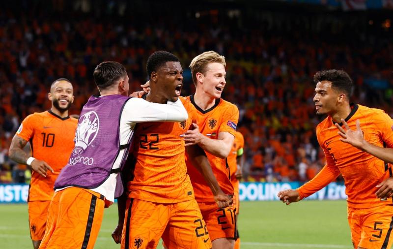 Holanda fiton 'dramën' e pesë golave ndaj Ukrainës