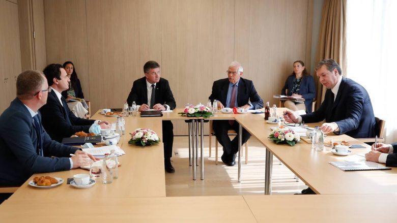 'Fyerje, provokime dhe tone të larta gjatë takimit Kurti-Vuçiq në Bruksel'