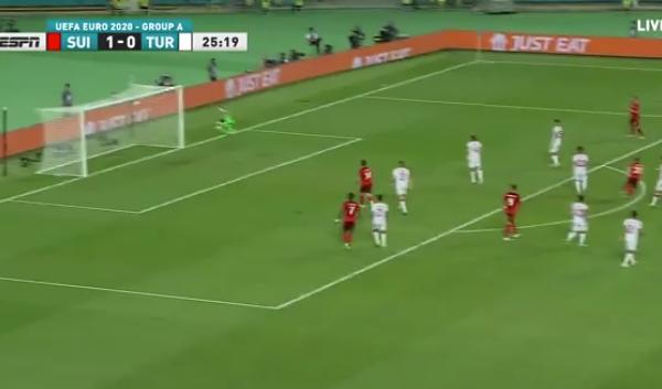 Shaqiri shënon gol mahnitës me këmbën e djathtë