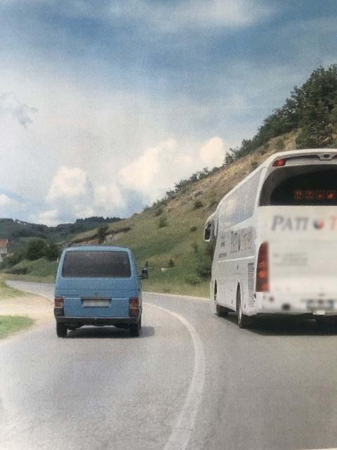 Policia i gjobit dy shoferë me nga 150 euro, tejkaluan në vijë të plotë