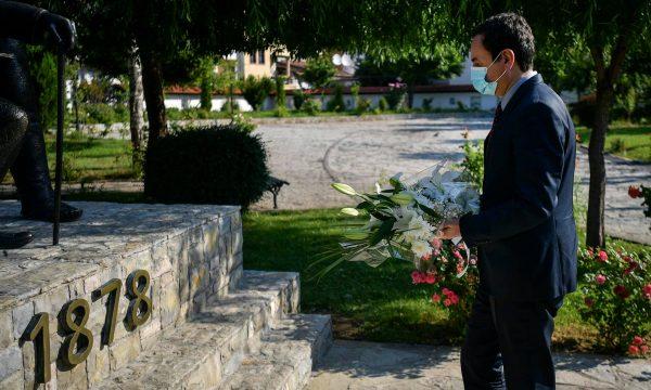 Kryeministri Kurti njofton se është nisur për Tiranë, për samitin e krerëve të Ballkanit Perëndimor