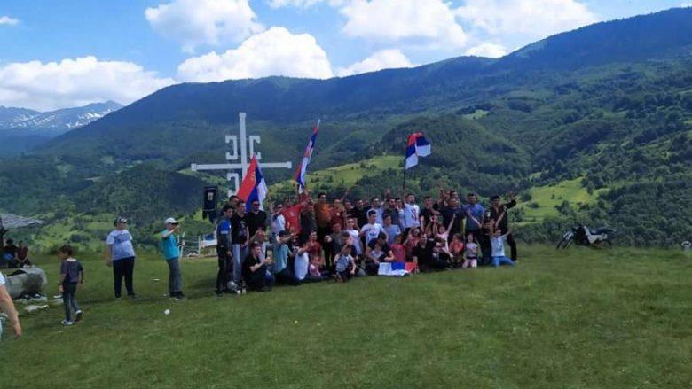 """Festa e serbëve me flamuj, kryq e """"katër S"""" në Malet e Sharrit"""