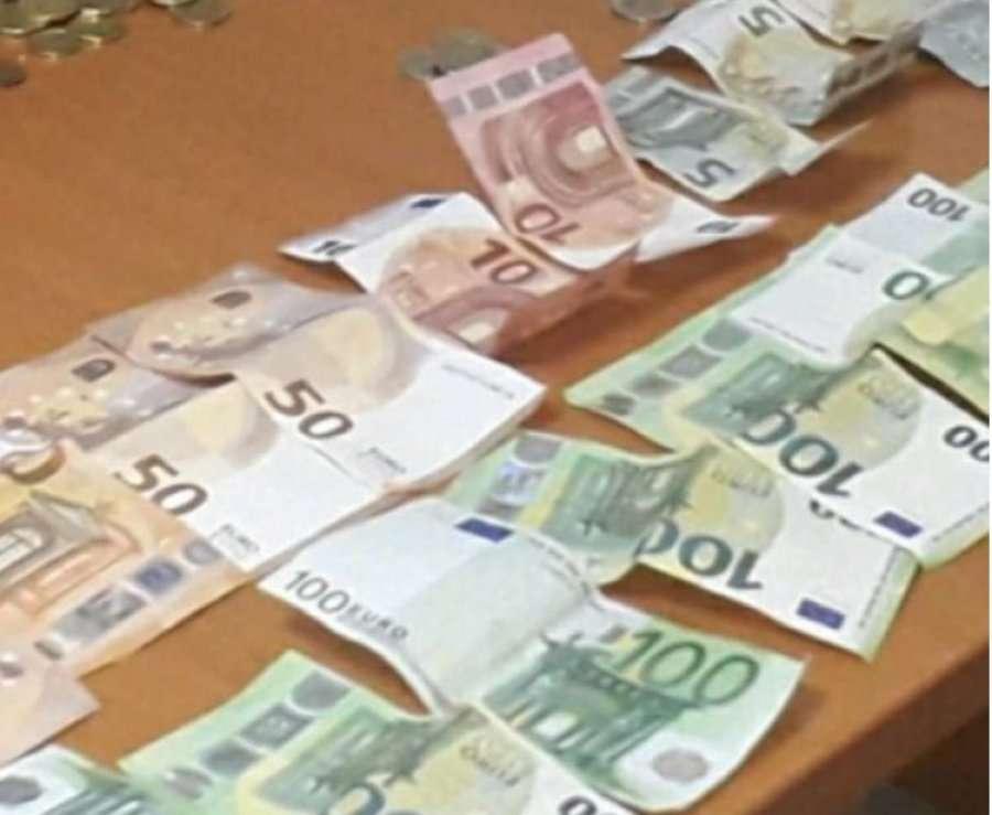 Policia ia konfiskon 1150 euro një lypsari në Ferizaj
