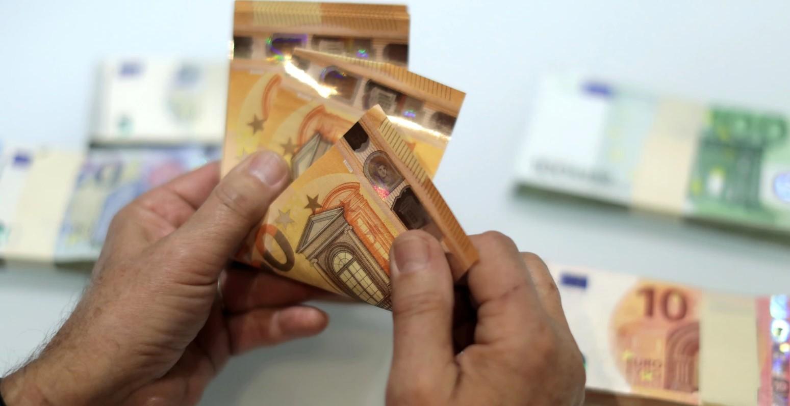 Qytetarët dhe bizneset në Kosovë kanë 3.5 miliardë euro kredi e 4.5 miliardë euro depozita