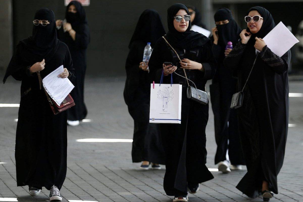 Gratë saudite tani do të lejohen të jetojnë vetëm pa lejen e familjes