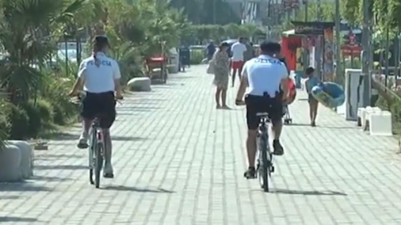 Policia bën patrullime me biçikleta përgjatë plazheve