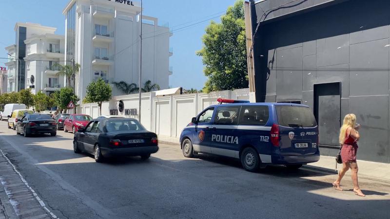 Plumba drejt lokalit në Sarandë/ Plagoset administratori dhe një kalimtar në zonën plot turistë