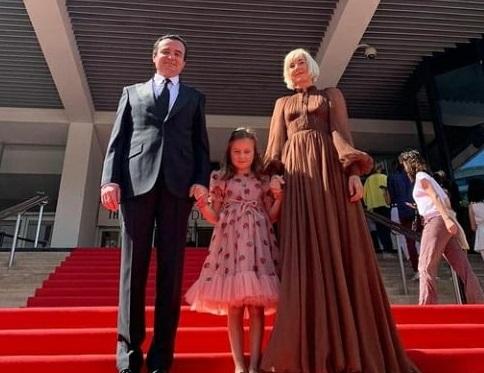 Kurti bashkë me gruan e vajzën në premierën e filmit kosovar në Kanë