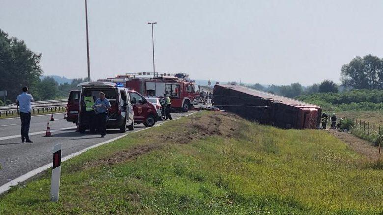 Rrëfimi i pasagjeres së autobusit të aksidentuar në Kroaci: E pashë veten në livadh
