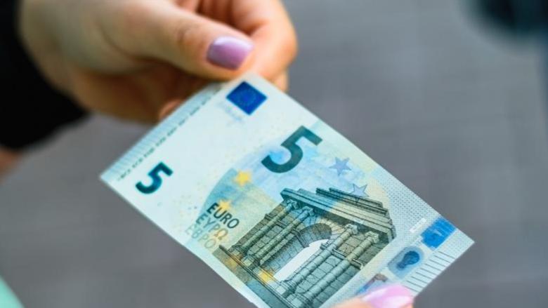 Një kartëmonedhë 5 euro me vlerë 500? Kontrolloni, mund të keni një të tillë