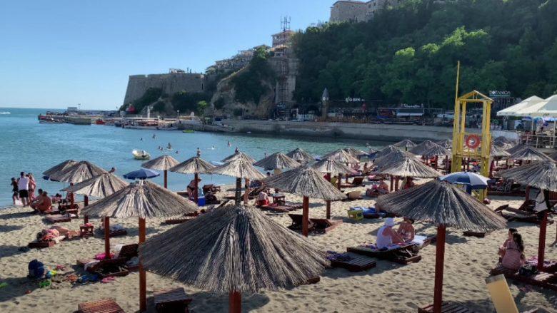 Mali i Zi ka regjistruar 143 raste të reja me COVID-19, mesin e tyre edhe 13 turistë