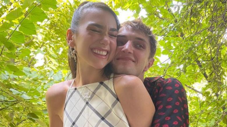'Sot ishte ditë e mirë' – pas aktivitetit në Tiranë, Dua publikon imazhe relaksi me të dashurin
