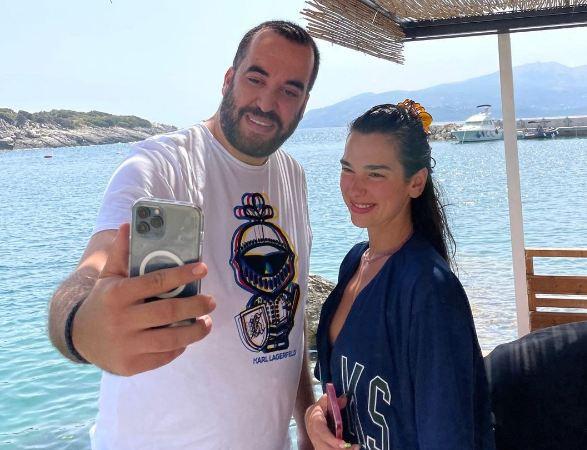 Greg Rama në pushime me Dua Lipën në jug të Shqipërisë: Kemi mundësi edhe për më mirë…