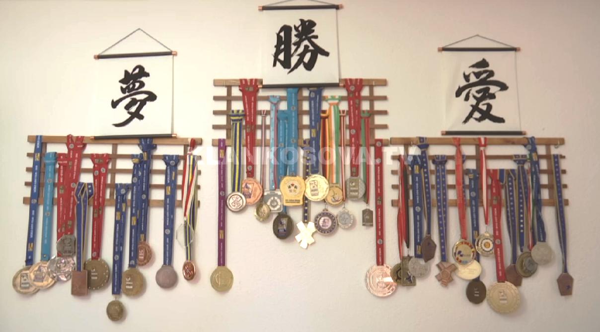 Në shtëpinë e Distria Krasniqit – nga medalja e parë deri te sfidat më të mëdha