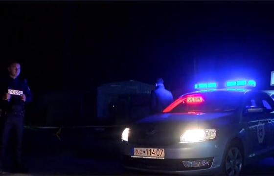 Policia konfiskon kombin me duhan në blerë 50 mijë euro