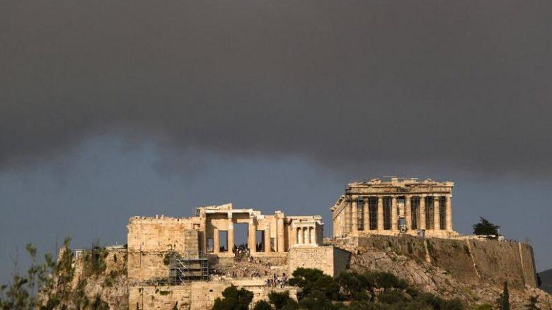 Mijëra njerëz largohen nga shtëpitë e tyre në veri të Athinës pas një zjarri të madh