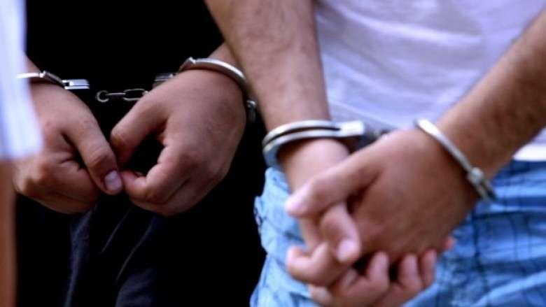 Arrestohen vëllezërit në Pejë e Ferizaj pas përleshjeve fizike