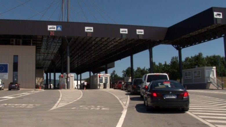 Policia serbe ia anulon holandezit van Gerven Oei të gjitha vulat hyrëse të Kosovës