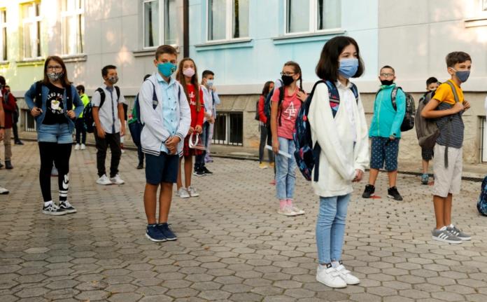 Të hënën nis mësimi: Nagavci tregon numrin e mësimdhënësve të vaksinuar