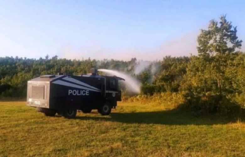 Policia e Kosovës ndihmon në shuarjen e zjarreve