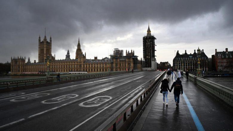 Ambasadorit kinez i ndalohet hyrja në parlamentin britanik, rriten tensionet politike mes Londrës dhe Pekinit