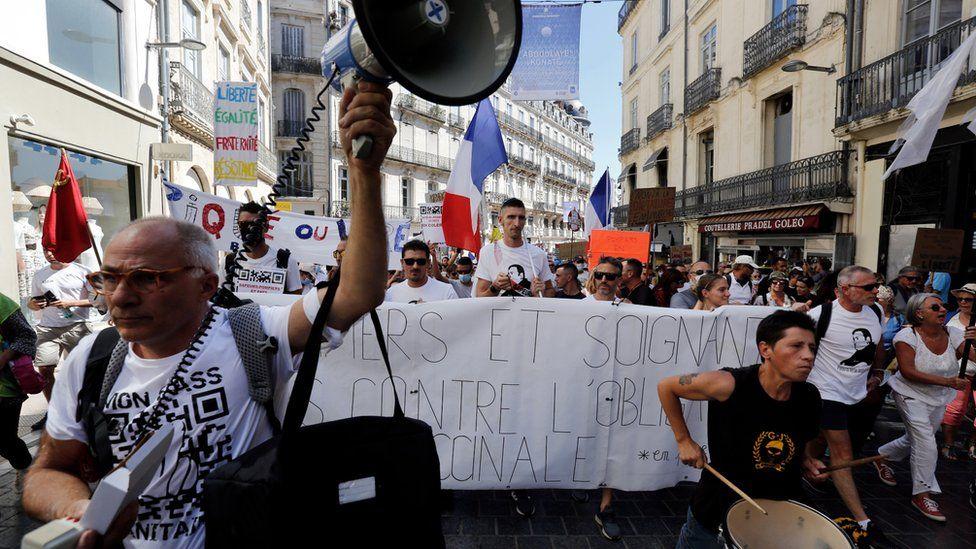 Franca suspendon 3000 punonjës shëndetësorë që s'e morën vaksinën