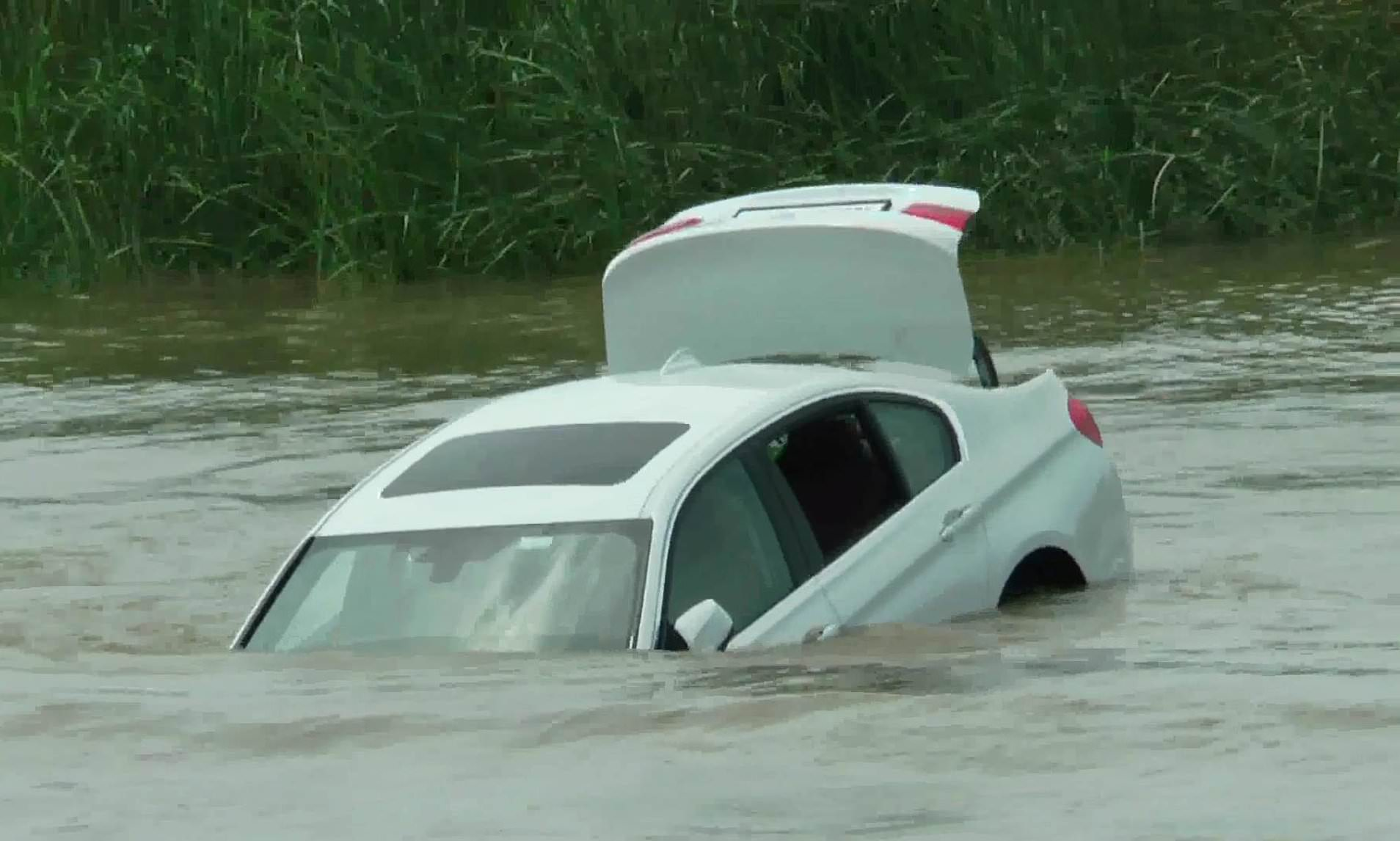 Prizren: Vetura bie në lum, vdes shoferi dhe lëndohen dy të tjerë