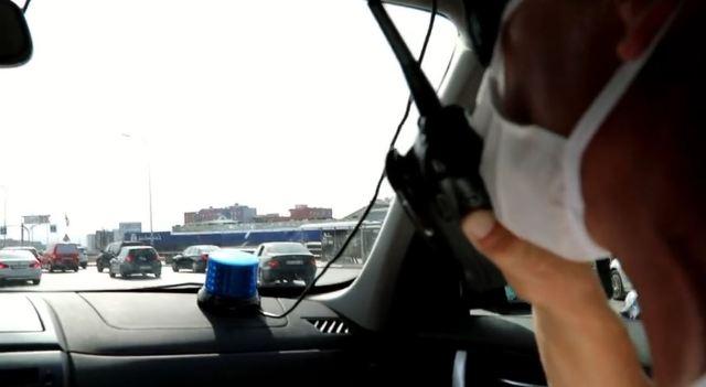 Policët civilë kujdesen për identifikimin dhe ndëshkimin e shoferëve që përdorin telefonin (VIDEO)