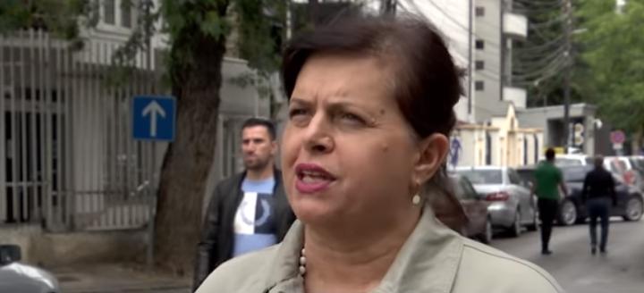 Flet avokatja e të miturit që vodhi 15 çokollata në Prishtinë