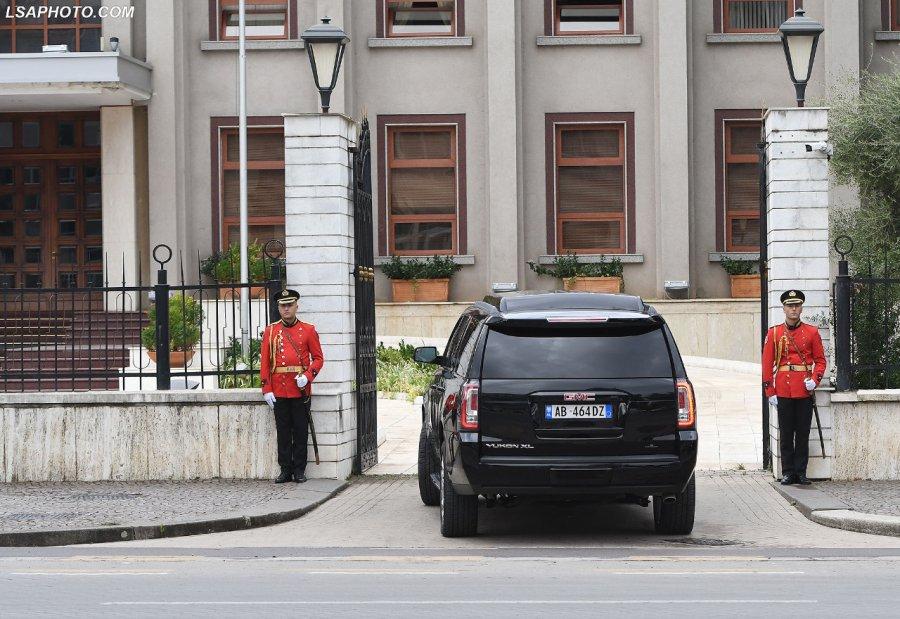 Makina e re e Ramës/ Kryeministria: Nuk është blerë me fondet e shtetit, e ka marrë PS me qira!
