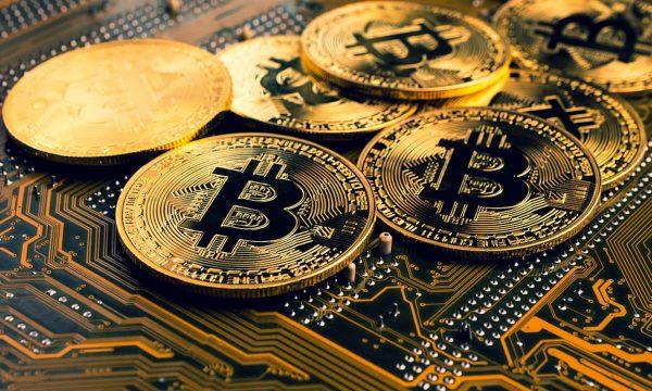 Çmimi i bitcoin pëson rënie, humb pothuajse 10 përqind nga vlera e tij